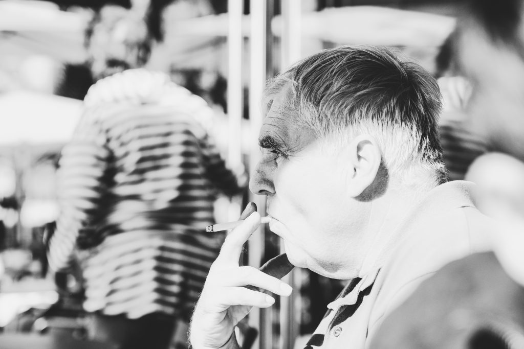 Dresden / Mann mit Zigarette