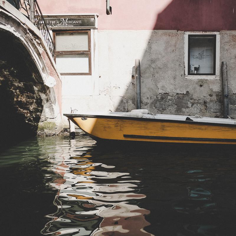 Venedig / Ein gelbes Boot