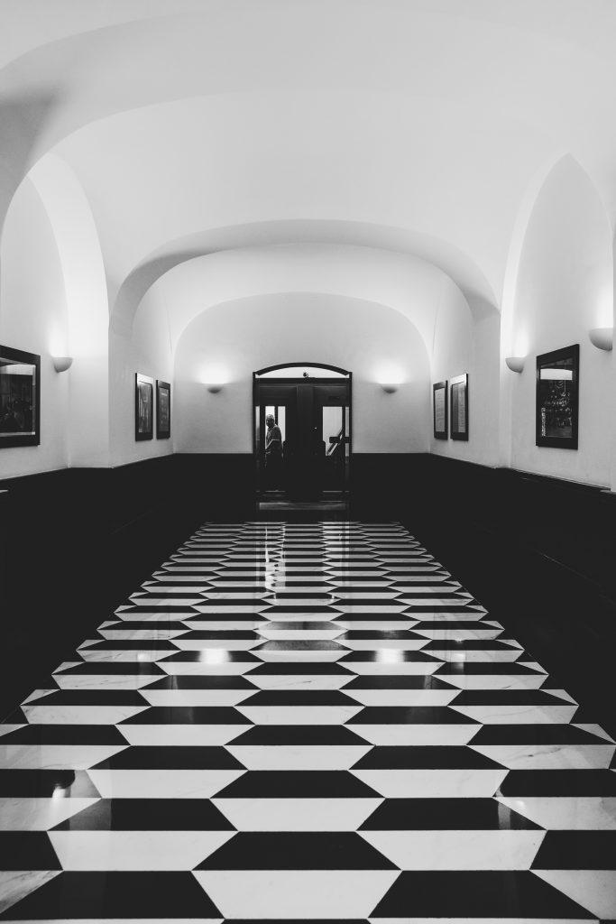 Imperia / Eingang einer Bank